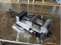 "Picture of 15657 - NEW 6"" DAYTON ANGLE DRILL PRESS VISE WITH ANGLE BASE, MODEL 4TK08"
