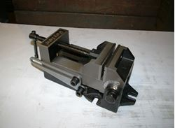 "Picture of 15658 - NEW 4"" DAYTON ANGLE DRILL PRESS VISE WITH ANGLE BASE, MODEL 4TK07"